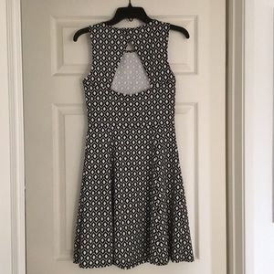 H&M Dresses - Black and White Patterned H&M Dress Size S